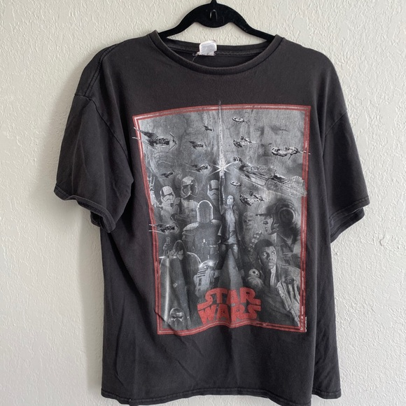 Star Wars tee size large black grey red in guc